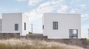 บ้านแฝด ตัวอย่าง ทางแก้ข้อจำกัดพื้นที่ต่างระดับ ในงบประหยัด