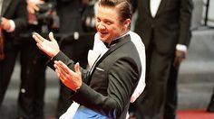 ยืนยันแล้ว!! อาการบาดเจ็บที่แขนของ Jeremy Renner เกิดขึ้นในกองถ่ายหนังคอเมดีเรื่อง Tag