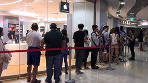 ปีนี้มาแปลก คิวต่อแถวซื้อ iPhone รุ่นใหม่ที่สิงคโปร์ คนน้อยกว่าปกติ