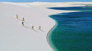 Desert Lagoons ทะเลสาบเขียวมรกต กลางทะเลทรายขาว ในบราซิล!