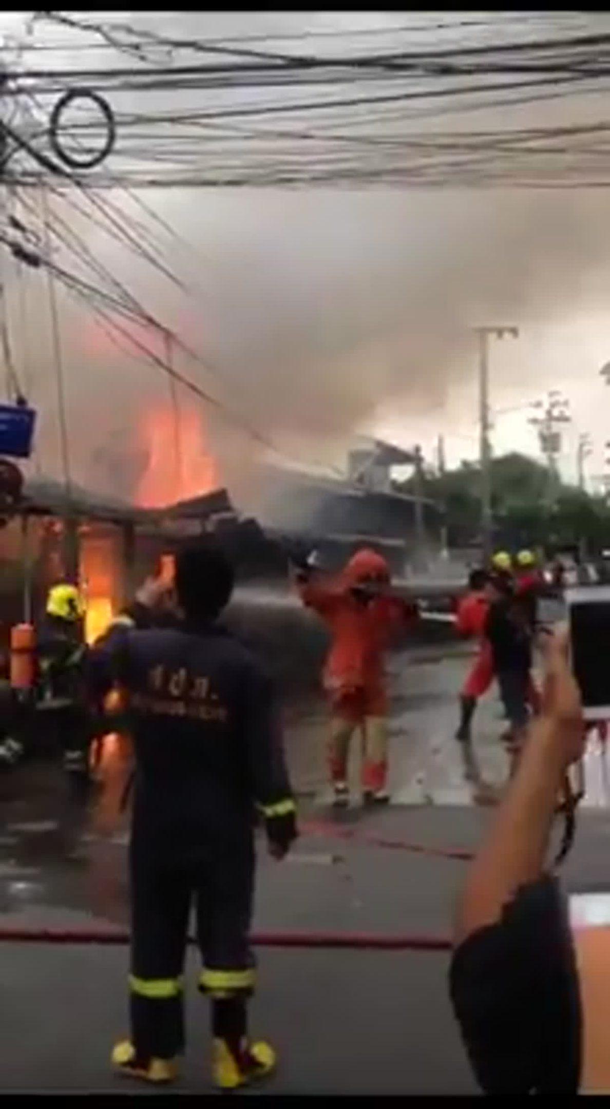 เพลิงไหม้บ้านเรือนประชาชน ภายในซ.พระราม2
