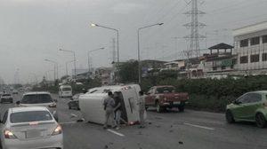 สลด! กระบะชน 6 ล้อ ก่อนพุ่งข้ามเลนชนรถตู้บนถนนเลี่ยงเมืองชลบุรี ดับ 1 เจ็บอื้อ