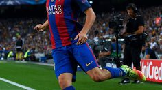 Sergi Roberto of FC Barcelona runs with the ball during the UEFA Champions League Group C match between FC Barcelona and Celtic FC at Camp Nou on September 13, 2016 in Barcelona, .  (Photo by David Ramos/Getty Images)