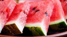 วิธีผ่าแตงโมให้เอาเม็ดออกง่ายๆ