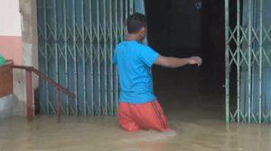 จ.สตูลอ่วม!! น้ำป่าทะลักท่วม ถนนถูกตัด บ้านเรือนเสียหาย