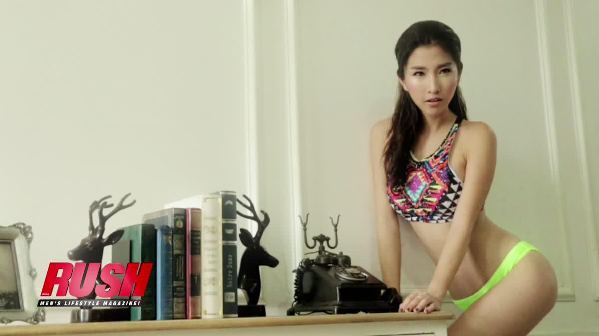 น้องโอ๋ลี่มาในเซตวันพีชแนบเนื้อโชว์หุ่นสวยน่าเจี๊ยะ Issue 87