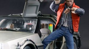 Delorean Time Machine MMS1/6  จาก Hot Toys