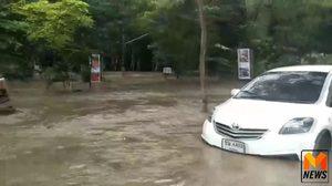 น้ำป่าทะลักเชิงดอยสุเทพ ท่วมรถนักท่องเที่ยวเสียหาย