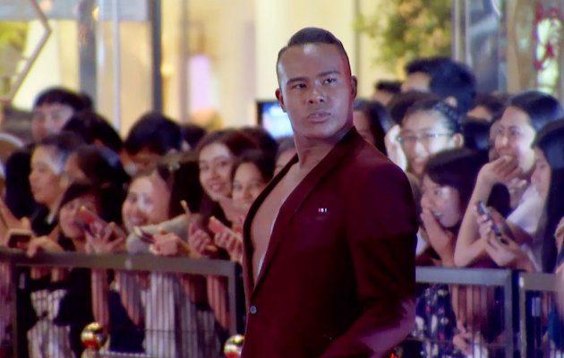 รัศมีแข ฟ้าเกื้อล้น เดินพรมแดง ในงานประกาศผลรางวัล MThai Top Talk-About 2017