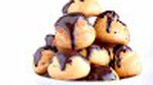 โปรฟิเทอร์โรล ชูครีมสอดไส้ไอศครีมราดซอสช็อกโกแลต