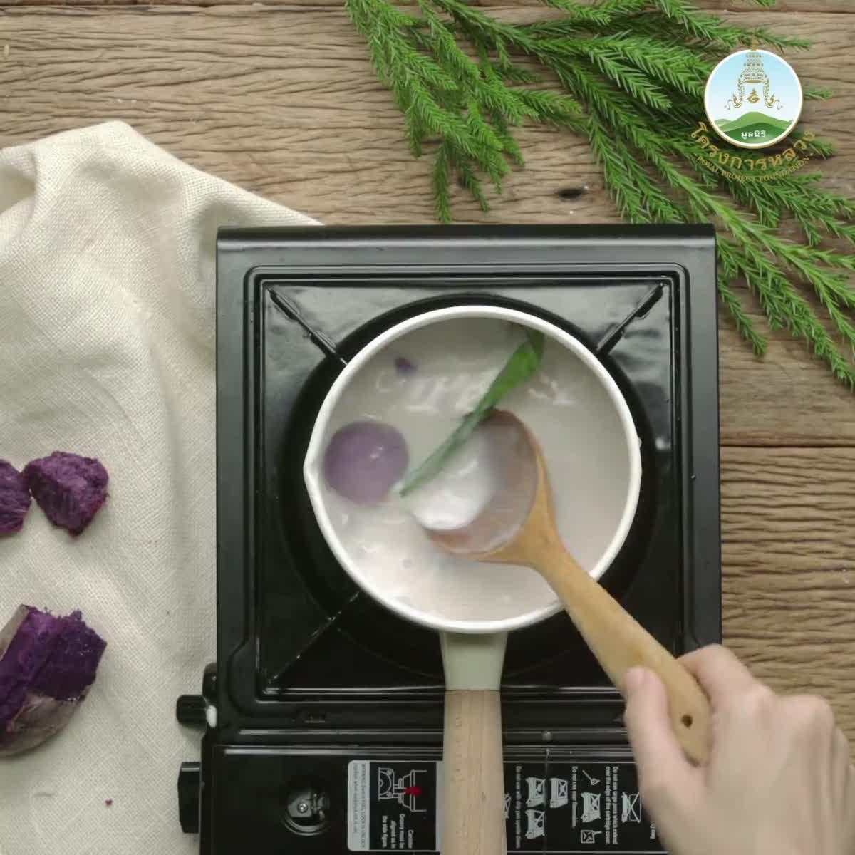 """วิธีทำ บัวลอยมันเทศญี่ปุ่นสีม่วงไส้ถั่วแดงกวน กินข้าวกัน by """"แม่อ้อ"""""""