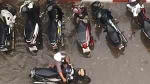 น้ำรอระบายไม่ได้มีแค่ กทม.  แต่ นนทบุรี – สิงห์บุรีก็โดนด้วย หลังฝนตกหนักระบายไม่ทัน