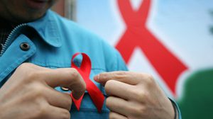 การใช้ริบบิ้น เป็นสัญลักษณ์ใน 'วันเอดส์โลก'