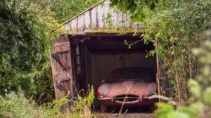 รวยไม่รู้ตัว เมื่อเปิดโรงรถเก่ามาแล้วเจอเข้ากับ Jaguar 1964
