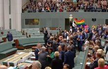 รัฐสภาออสเตรเลียผ่านกฎหมายแต่งงานเพศเดียวกัน