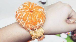 """แบบนี้ก็เป็นเทรนด์ซะงั้น วัยรุ่นเกาหลีฮิตโพสต์ภาพ """"นาฬิกาข้อมือส้ม"""""""