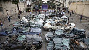สวยๆ ทั้งนั้น! ปธน.ฟิลิปปินส์ สั่งทำลายรถยนต์หรูหนีภาษี
