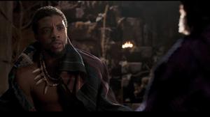 ทีชัลลา สนทนาอะไรกับ ซูริ หลังพิธีฝังร่างกาย ในฉากที่ถูกตัดของ Black Panther