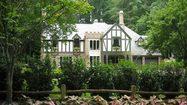 20 แบบบ้านสไตล์ทิวดอร์ สถาปัตยกรรมเก่าแก่จากอังกฤษ ที่หาดูยาก