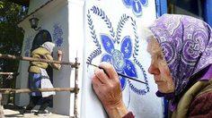 ชวนมาชมฝีมือ เพ้นท์ตึก ตกแต่งเมืองเล็กๆ ให้งดงาม ด้วย สองมือของคุณยายวัย 90
