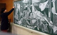 Hirotaka Hamasaki คุณครูชาวญี่ปุ่น กับงานศิลปะบนกระดานดำ