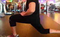 กล้ามเนื้อต้นขา แข็งแกร่ง ด้วย ฟิตเนส ออกกำลังกายด้วย Leg Lunges