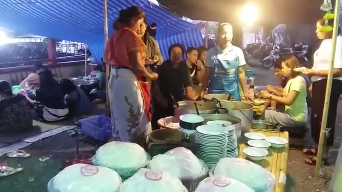 ขนมจีนเงินแสน! สาวเปิดร้ายขายช่วงบุญสารทเดือนสิบ ได้วันละเกือบ 50,000 บาท