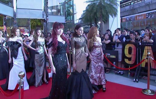 สาวๆ Rush เดินพรมแดง ในงานประกาศผลรางวัล MThai Top Talk-About 2017