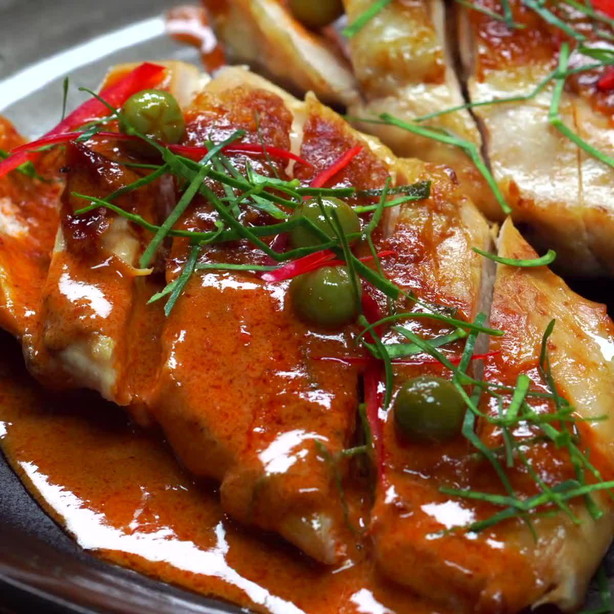 """วิธีทำอกไก่ย่างราดซอสพะแนง กินข้าวกัน by""""แม่อ้อ"""""""