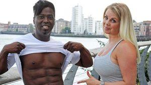 ชายวัย 56 ทุ่มเงินเกือบล้านศัลยกรรมตัวเอง เพื่อให้ภรรยาออกกำลังกาย