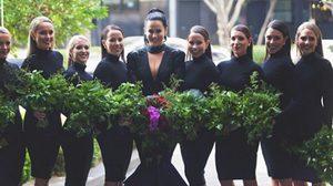 แหวกทุกประเพณีที่เคยมีมา! เมื่อ เจ้าสาวคนนี้ สวม ชุดแต่งงานสีดำ เข้าพิธีแต่งงานของตัวเอง