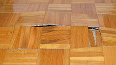 วิธีซ่อมพื้นไม้ปาร์เกต์ หลุดล่อน ตามระยะอาการ หลังจากน้ำท่วม