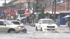 ฝนถล่ม! เมืองโคราช ทำน้ำท่วมขัง ถนนหลายสายกลายเป็นทะเล
