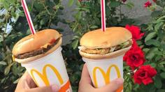 'Hamburger straws' เทรนด์ใหม่ในญี่ปุ่น แชร์ภาพเบอร์เกอร์เสียบหลอดกระหน่ำลง IG