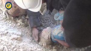 2 นาทีชีวิต กู้ภัยขุดซากตึกถล่ม ช่วยเด็กถูกบอมบ์รอดปาฏิหาริย์