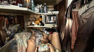 """14 ภาพสุดช็อค! """"ห้องโรงศพ"""" ที่อยู่อาศัยผิดกฏหมายในฮ่องกง"""