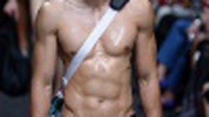 น้ำหมากกระจาย หนุ่มซิกแพค บนรันเวย์ Issue:ELLE FASHION WEEK 2015