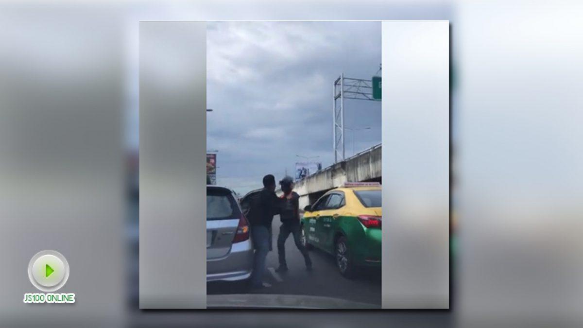 คลิปชายทุบกระจกรถ แถมทำร้ายผู้หญิงลากลงจากรถ (04-12-60)