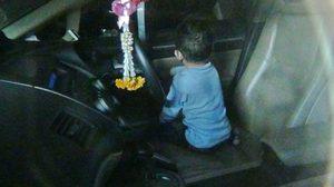 อุทาหรณ์! เด็ก 2 ขวบ เล่นซนขังตัวเองอยู่ในรถ นานเกือบ 1 ชม.