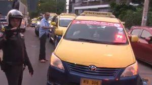 แก๊งแท็กซี่พัทยา 20 คัน ล้อมรถเก๋งรับลูกค้าต่างชาติ หลังเข้าใจผิดคิดว่าเป็นอูเบอร์