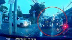 ได้ใจคนใช้ถนน!  นาทีกระบะเอาคืนเด็กแว้น เบิ้ลเครื่องเล่นน้ำสงกรานต์