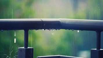 ตรวจสอบสถานการณ์รัก จากสายฝน