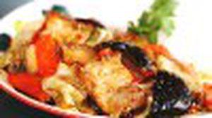 ฮ่องกง คาเฟ่ ชวนอิ่มอร่อยสุดคุ้ม หมูกรอบเซี่ยงไฮ้ราดข้าว