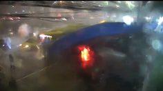 คลิประทึก! ศาลาป้ายรถเมล์ ปตท.ถล่ม ขณะฝนตกหนัก