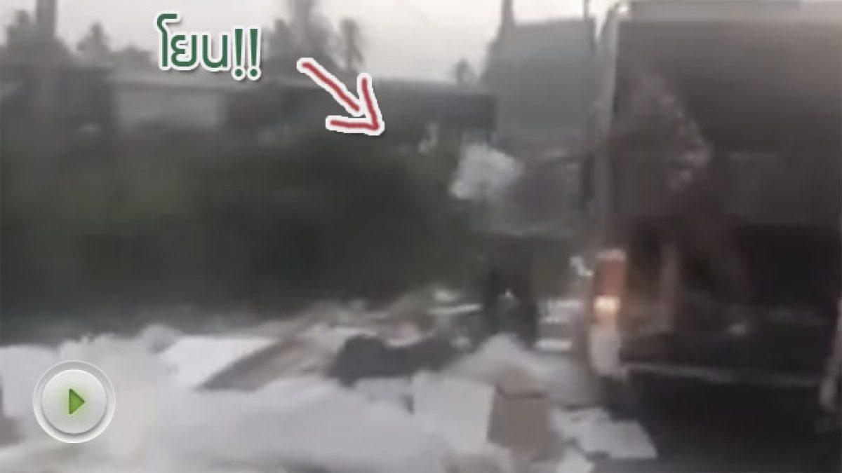 พ่อค้าจีน!! ขับกระบะขนขยะทิ้งข้างทาง (10-10-60)