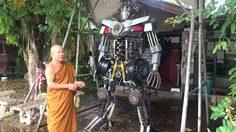 หลวงพ่อไอเดียบรรเจิด สร้างหุ่นยนต์ยักษ์จากวัสดุเหลือใช้  หวังดึงเยาวชนเข้าวัด