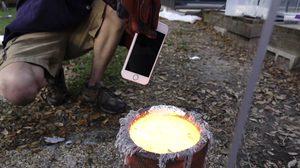 บันเทิง!! จับ iPhone 6s โยนลงไปในเตาอลูมีเนียมต้มเดือด สุดท้ายจำซากแทบไมได้