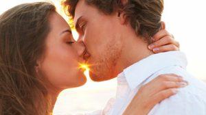 ปลุกอารมณ์ให้กัน! 11 วิธีเพิ่มความเร่าร้อน สำหรับ คู่รัก ที่คบกันมานาน