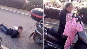 คุณแม่ชาวจีนสายโหด จับลูกชายมัดติดกับ รถสกู๊ตเตอร์ และลากไปตามพื้นถนน