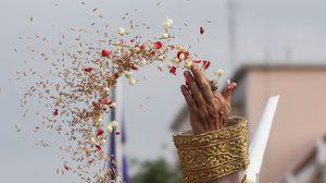 ภาพพระราชพิธีพืชมงคล จรดพระนังคัลแรกนาขวัญ ประจำปี 2560